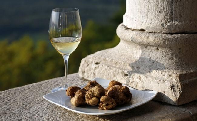 В Италии проходит аукцион белого трюфеля