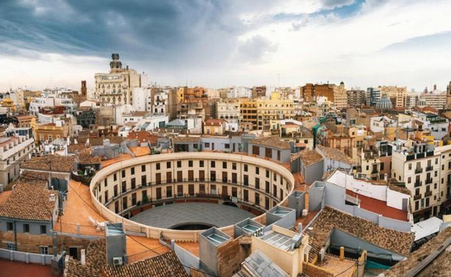 Испания: по Валенсии проводят экскурсии на тук-туках