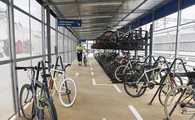 Испания: в Барселоне открылась большая велостоянка на ЖД-станции