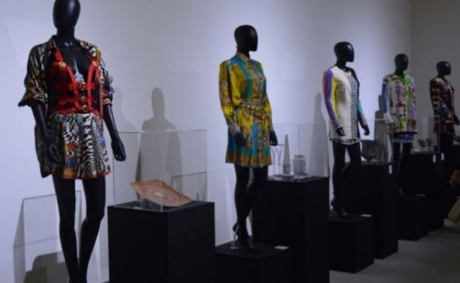 Италия: выставка Версаче в Неаполе