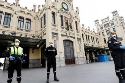 Силовикам Испании запретили штрафовать граждан за поход в магазин