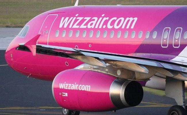 Самолет Wizz Air экстренно приземлился в Бухаресте