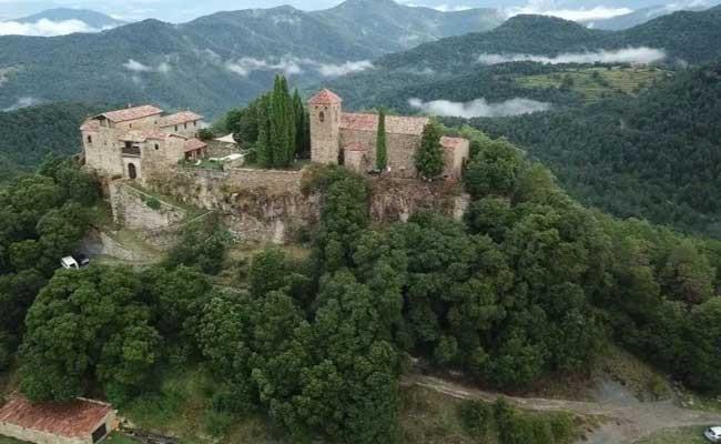 В каталонской глуши сдаётся замок X века за 300 евро в сутки