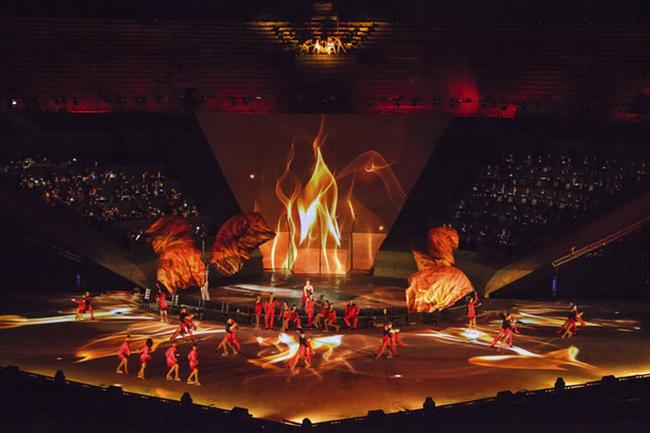 Ляйсан Утяшева показала эффектное декольте на шоу Intimissimi on Ice в Вероне